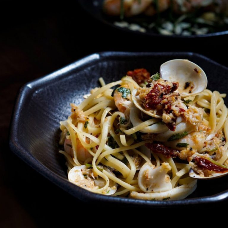 Mixed Seafood and Swimmer Crab Linguine